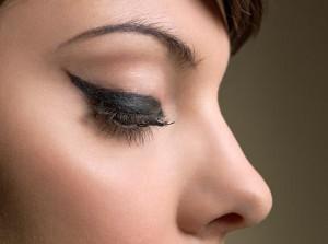 Как рисовать стрелки на глазах: карандаш для глаз