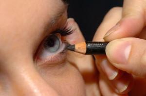 Как красить глаза карандашом: как красить глаза карандашом правильно